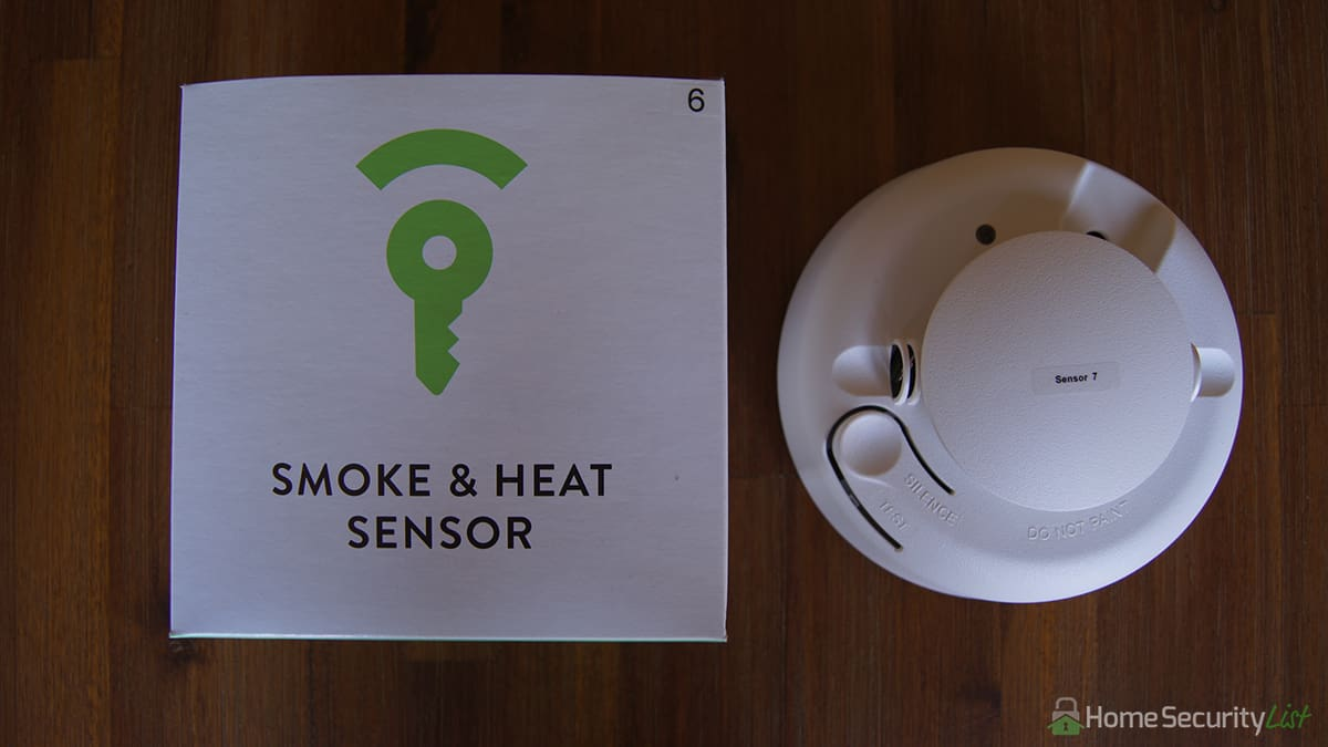 but unlike most of the competition the frontpoint smoke u0026 heat sensor not only detects smoke but also sends an alarm when a room is getting too hot too